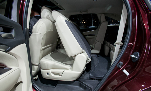 Acura-mdx-3rd-row-entry