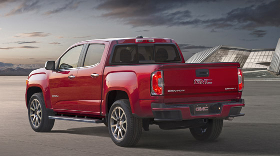 2017-GMC-Canyon-Denali-003 II